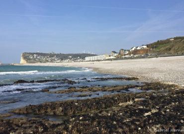 Fécamp, la plage, la ville et la côte de la vierge (mars 2017)