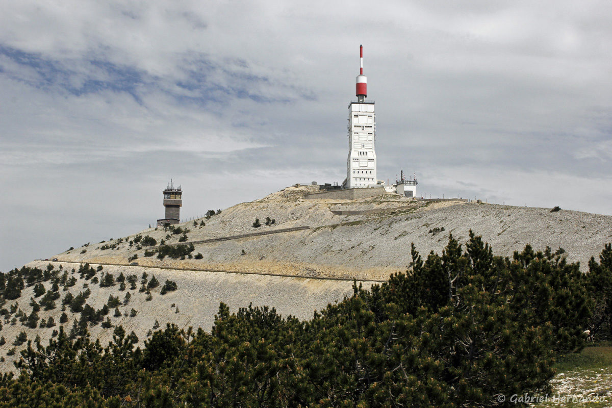 Sommet du Mont Ventoux et son observatoire météorologique