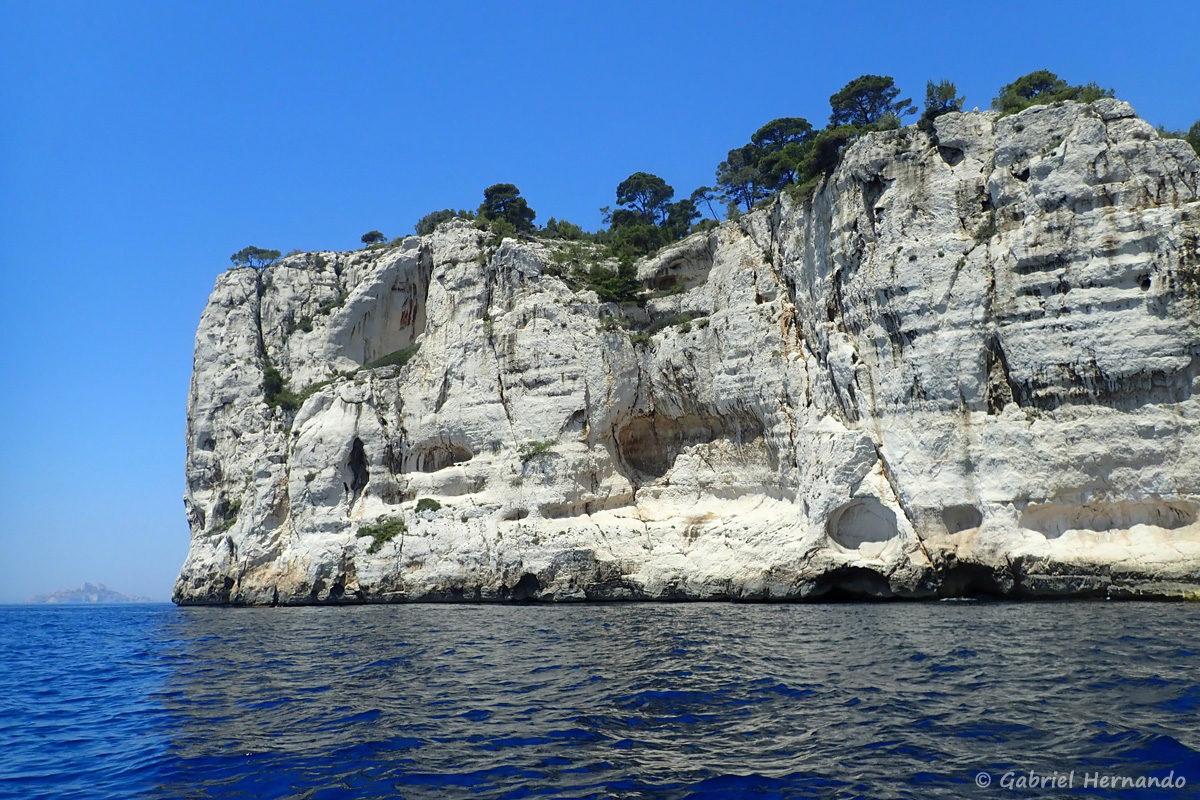 Pointe de Castel Vieil, entre la calanques d'En-Vau et la calanque de l'Oule.