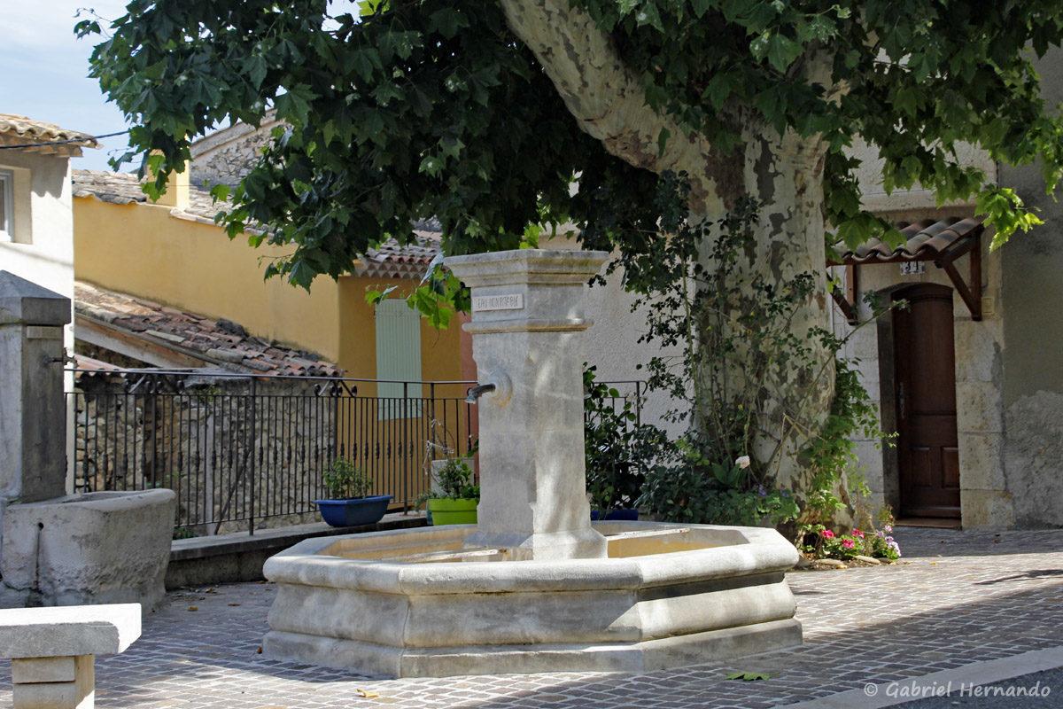Fontaine de la rue des Remparts, à Gréoux Les Bains