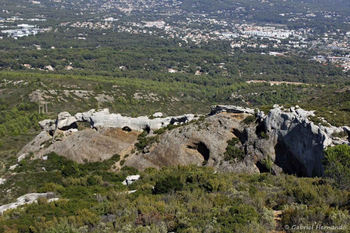 Crête de Terrevaine, avec la Grande Arche de La Ciotat (ou Pont naturel de Terrevaine)