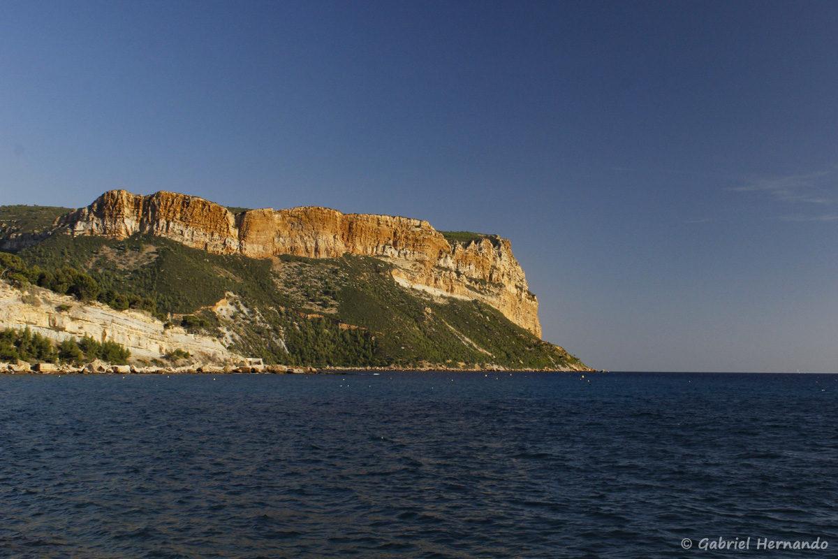 Cap Canaille, avec les falaises Soubeyranes, qui sur plombent l'Anse de l'Arène, à Cassis