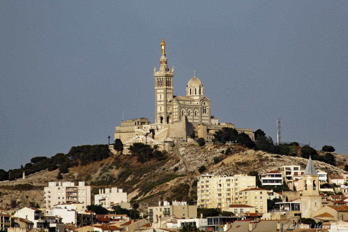 La Bonne Mère, basilique Notre-Dame-de-la-Garde, qui domine Marseille