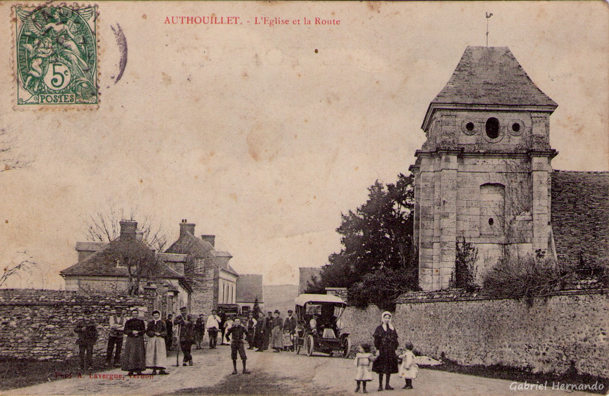 Authouillet, 1907 - L'église et la route