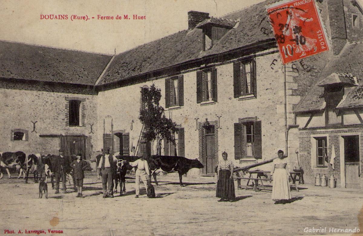 Douains, 1911 - Ferme de M. Huet