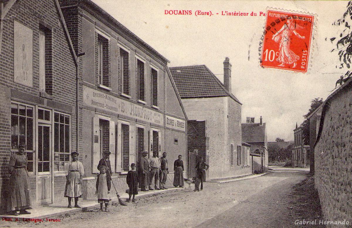 Douains, date inconnue - L'intérieur du Pays