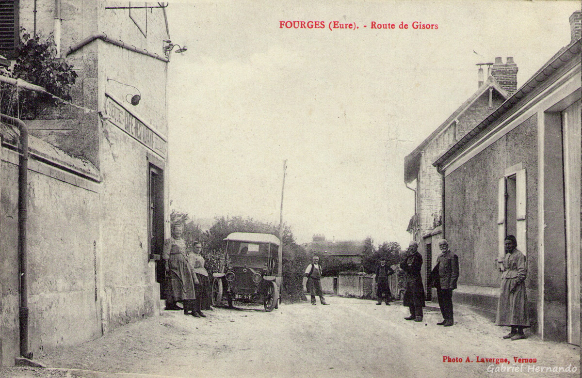 Fourges, 1915 - Route de Gisors