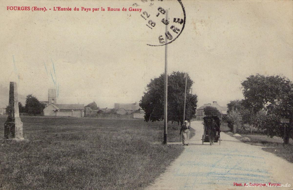 Fourges, 1915 - L'Entrée du Pays par la Route de Gasny