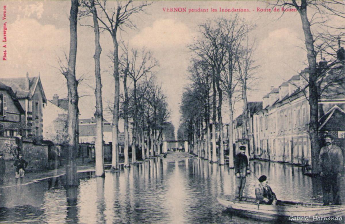 Vernon, 1910 - Pendant les inondations - Route de Rouen