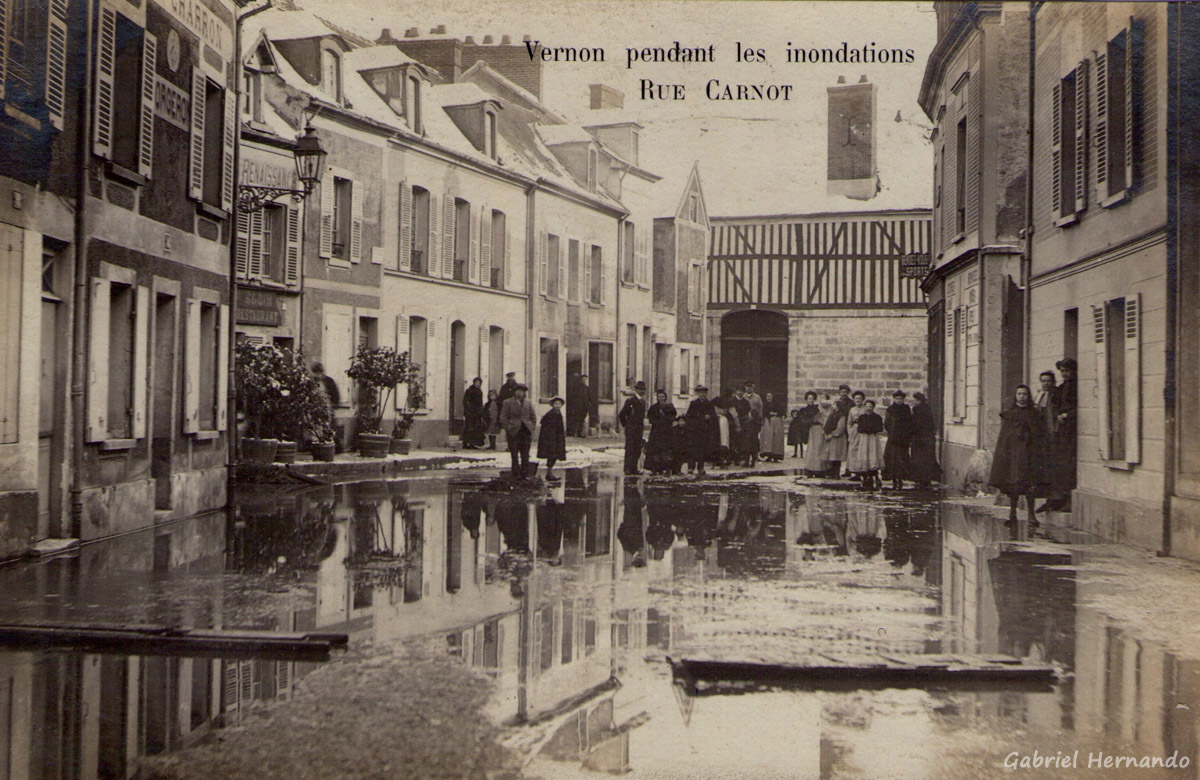 Vernon, 1910 - Pendant les inondations - Rue Carnot