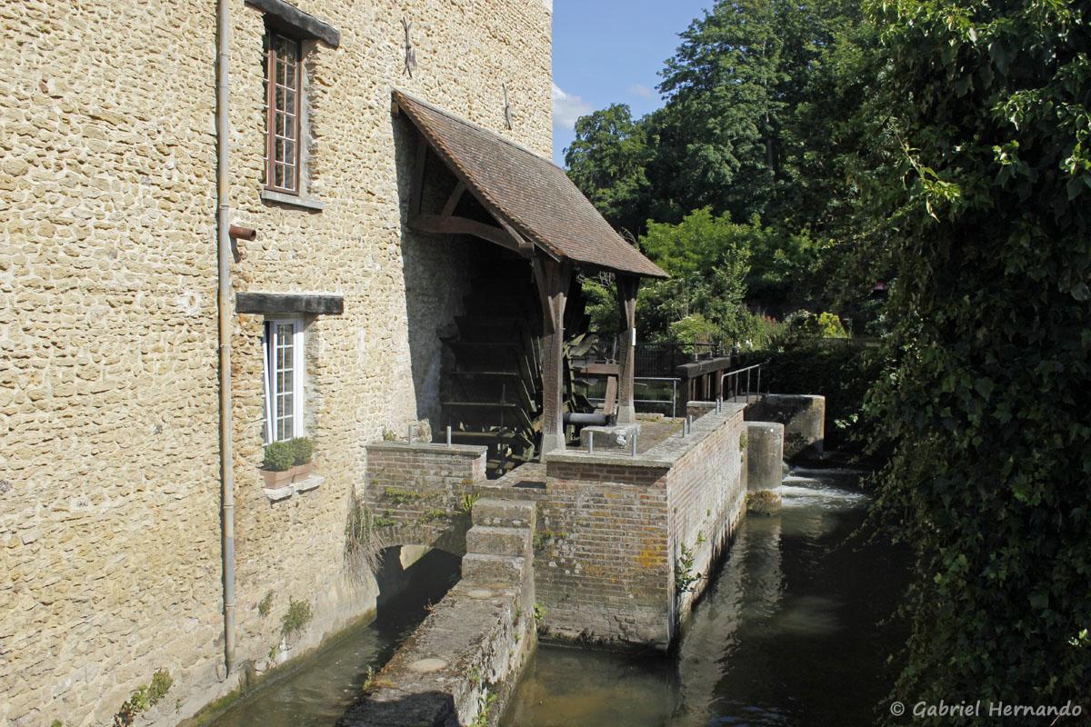 Le moulin de Croisy situé sur le bras Sagout, un bras de l'Eure creusé par l'homme
