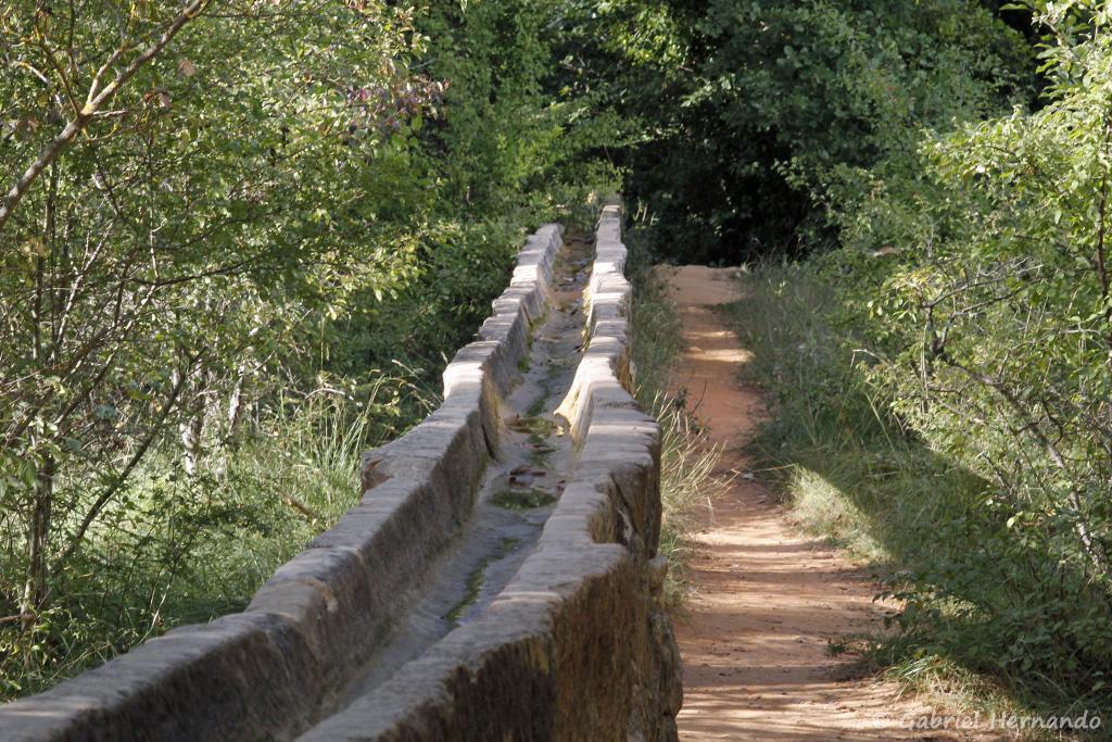 L'aqueduc du Couloubrier, aux abords du Colorado de Rustrel