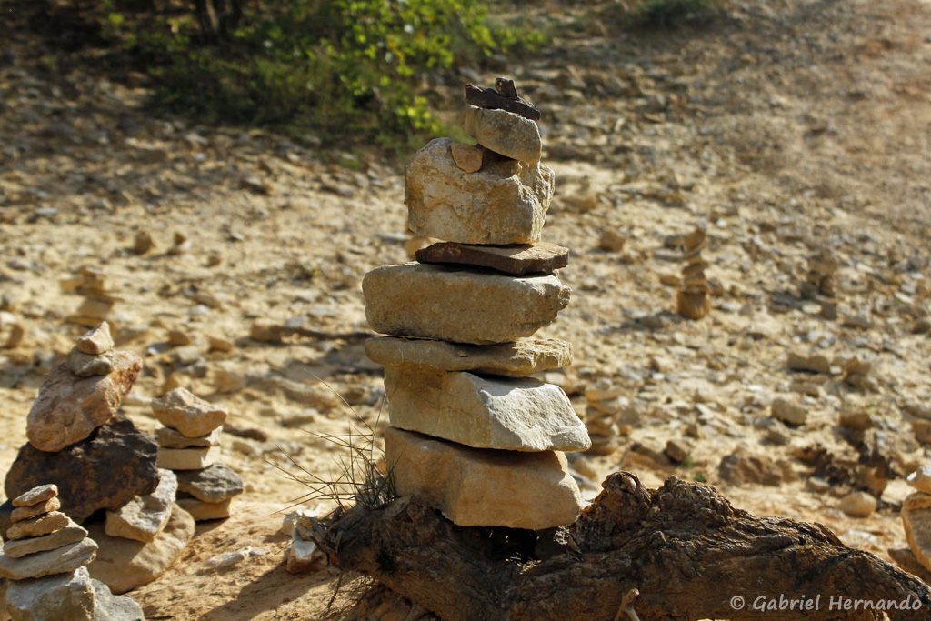 Stone stacking (empilement de pierres), dans le Colorado de Rustrel