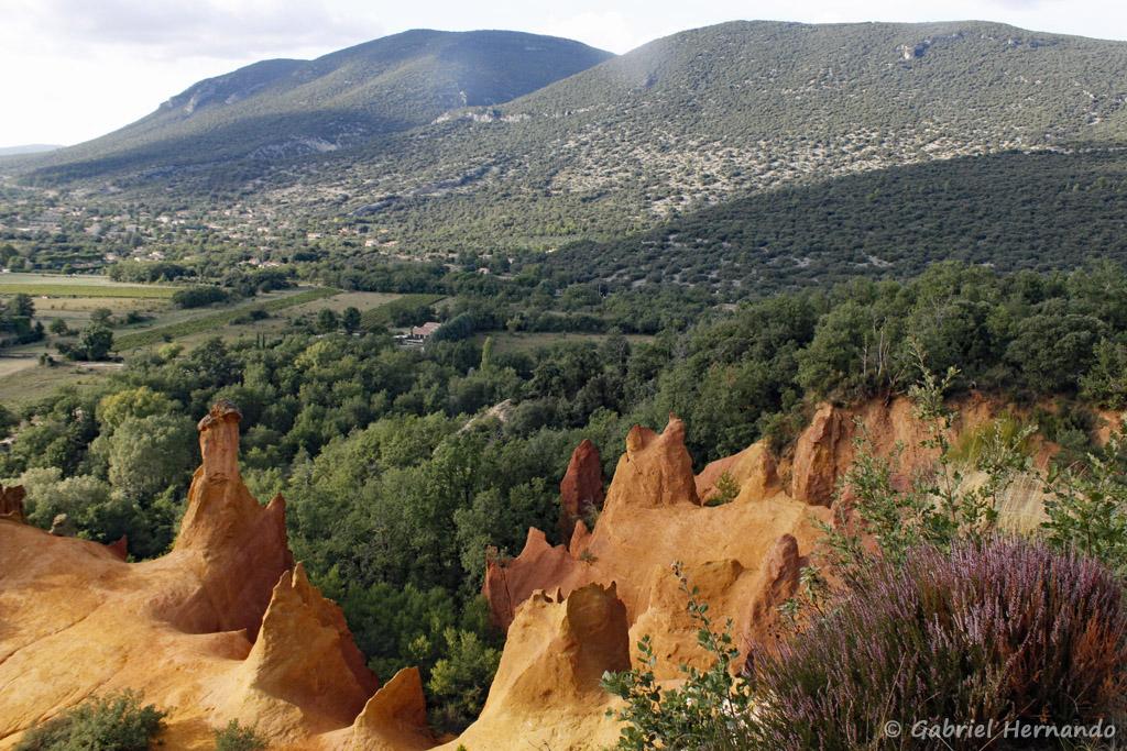 Cheminées de fées, sur le circuit du Belvédère du Colorado de Rustrel