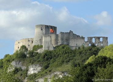 Vue sur le château Gaillard, depuis la départementale 313, en direction de Bouafles (Les Andelys, mai 2018)