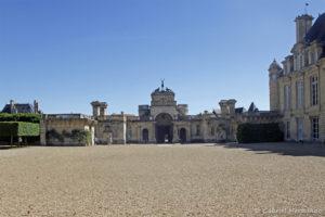 La cour d'honneur et le portique d'entrée du château (Anet, juin 2021)