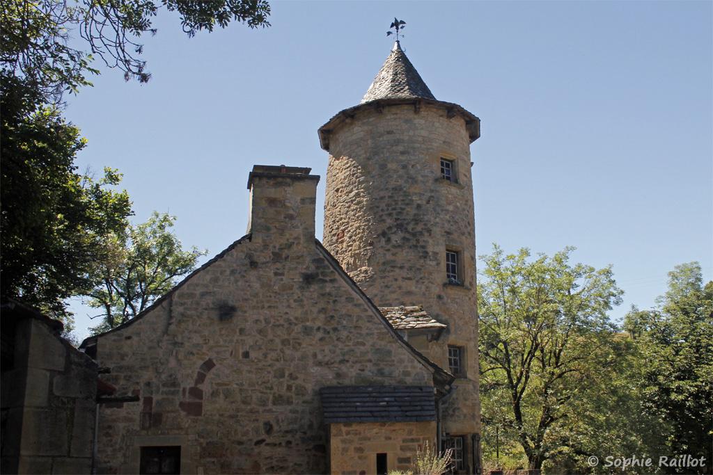 Une des tours médiévales (Bozouls, Aveyron, juillet 2021)