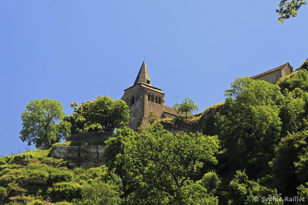 Eglise romane Sainte-Fauste, vue du fond du Canyon (Bozouls, Aveyron, juillet 2021)