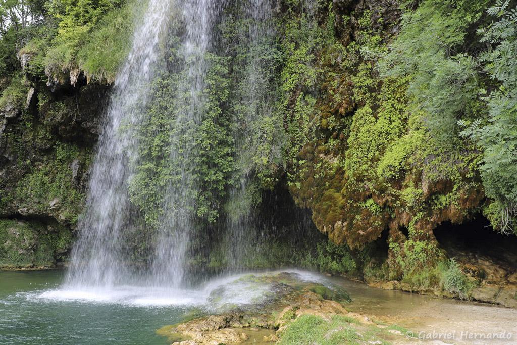 Cascade de Salles-La-Source, son bassin et la grotte (juillet 2021)
