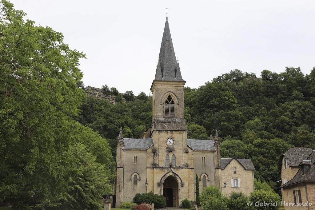 Eglise Saint Pierre (ou Saint Loup), situé sur le plateau, en partie haute du village (Salles-La-Source, juillet 2001)
